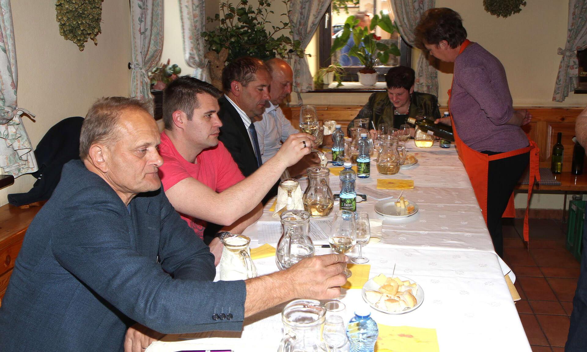 Ocenjevanje vin na Izletniški kmetiji Mlinar v Gotovljah 2017