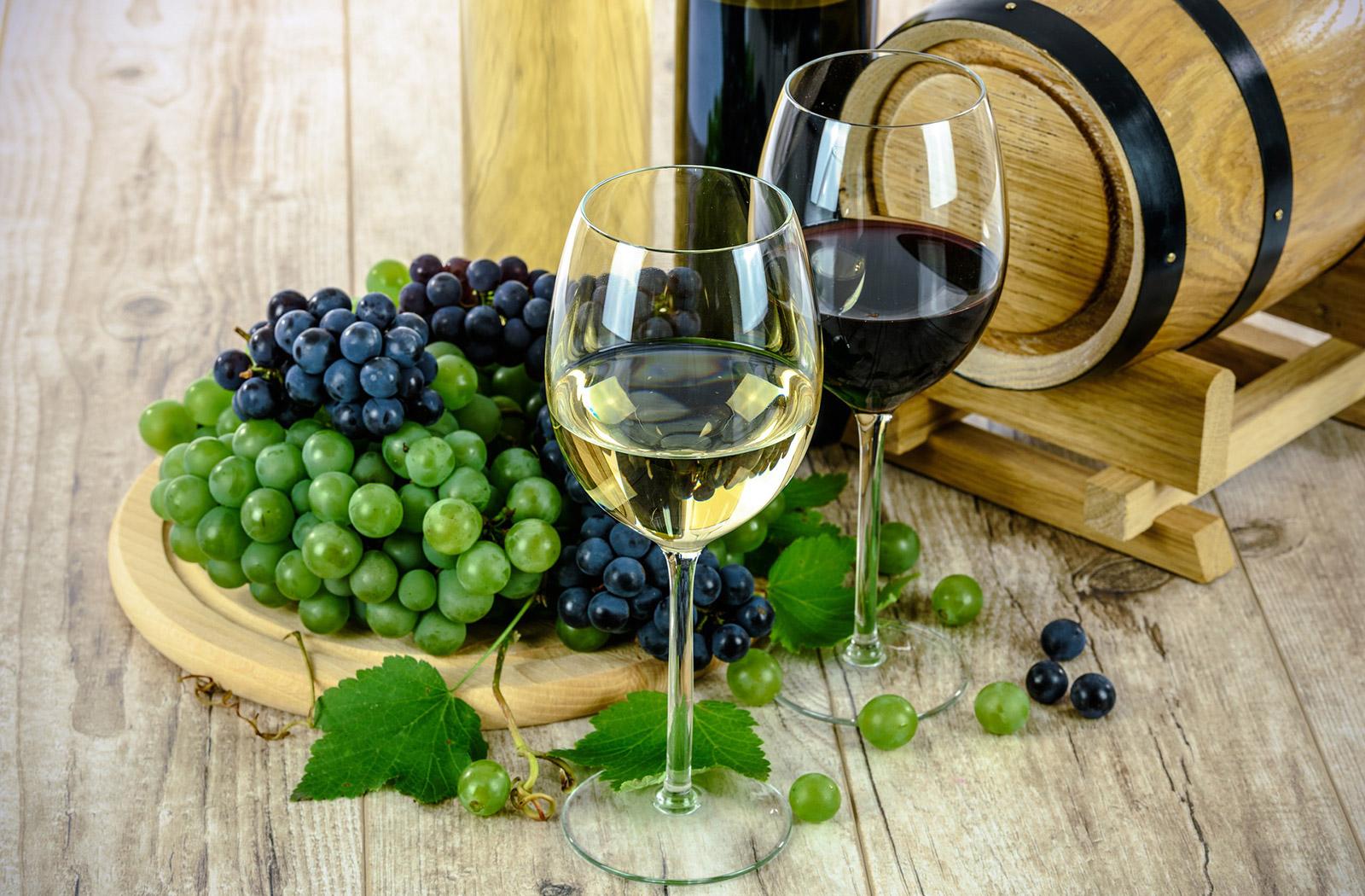 Belo in rdeče vino